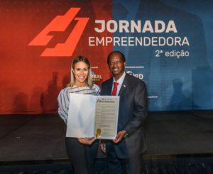 Fernanda Pontes recebe honraria máxima do Governo de Orlando