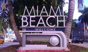 Indústria do turismo da Flórida paga os salários mais baixos do país, diz estudo