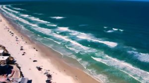 Mais dois banhistas são mordidos por tubarões em New Smyrna Beach (FL)