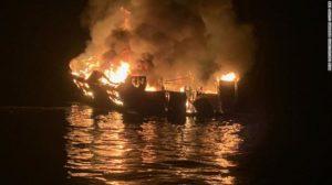 Autoridades acreditam que não haja sobreviventes do incêndio em barco na CA