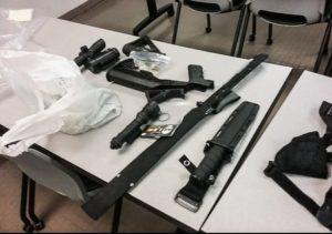 Milhares de armas são retiradas de pessoas pela lei da bandeira vermelha na Flórida