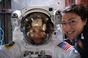 Astronautas femininas da NASA fazem viagem histórica ao espaço