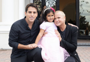 Rodrigo Branco comemora aniversário com celebridades em Orlando
