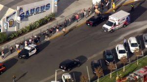 Ataque a tiros deixa mortos e feridos em escola no sul da Califórnia
