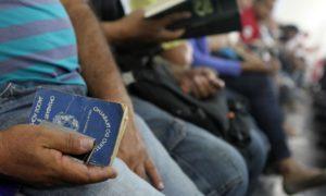 Desemprego diminui, mas trabalho informal aumenta no Brasil, diz IBGE
