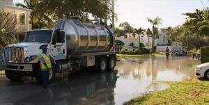 Com rede de esgoto envelhecida, outro cano se rompe em Fort Lauderdale