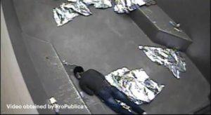 Vídeo mostra últimas horas de adolescente morto em prisão da imigração