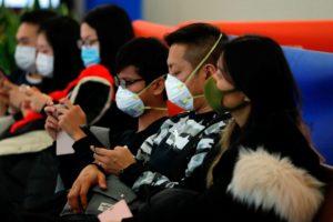 Coronavírus se espalha rapidamente e China suspende viagens ao exterior