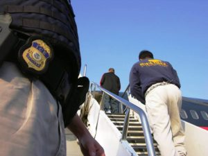 EUA pedem que Brasil autorize mais voos para deportar imigrantes