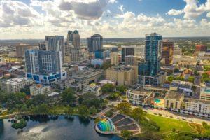 Flórida se destaca com mais cidades em crescimento populacional líquido nos EUA