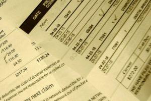 Pesquisa: 14% ainda lutam para pagar contas médicas nos EUA