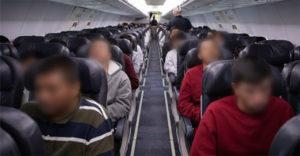 Sexto voo com brasileiros deportados dos EUA pousa em MG