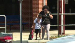 Aluno de 7 anos com distúrbio mental é algemado em escola de Pinnelas County (FL)