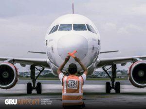Brasil fecha todas as fronteiras aéreas e opera somente voos essenciais