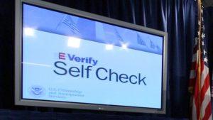 Projeto de lei de E-Verify vai para o governador Ron DeSantis