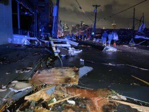 Tornado atinge o Tennessee e deixa ao menos 9 mortos