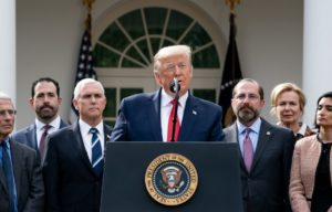 Trump analisa decretar quarentena em todo o país em combate ao coronavírus